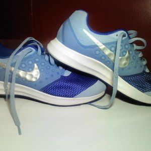 Nike youth sz. 4 Blue